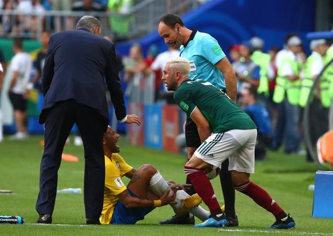 Neymar ghi ban va kien tao, Brazil vao tu ket World Cup hinh anh 49