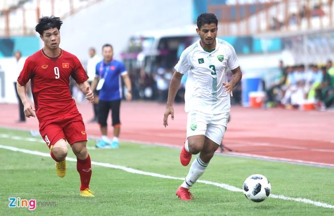 Olympic VN 3-0 Olympic Pakistan: Cong Phuong da hong 2 qua penalty hinh anh 25