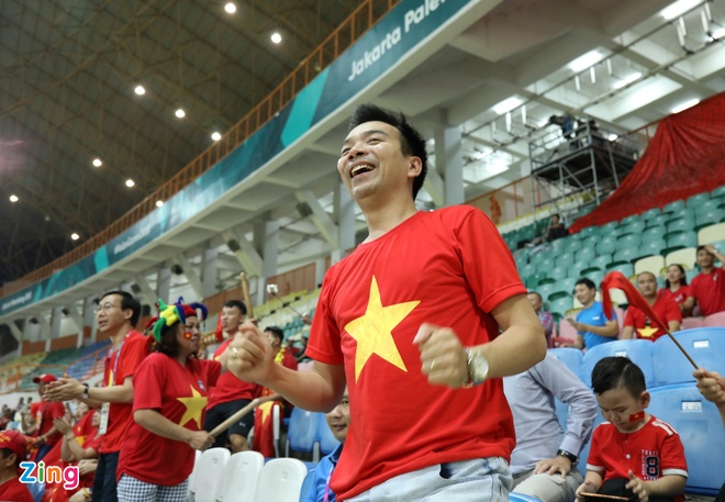 Danh bai Nepal 2-0, Olympic Viet Nam vao vong knock-out ASIAD hinh anh 25