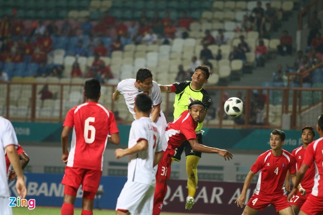 Danh bai Nepal 2-0, Olympic Viet Nam vao vong knock-out ASIAD hinh anh 17
