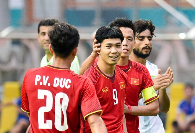 Danh bai Nepal 2-0, Olympic Viet Nam vao vong knock-out ASIAD hinh anh 5