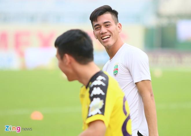 Tan Truong choi xuat sac, CLB Ha Noi vo mong gianh cu dup hinh anh 8
