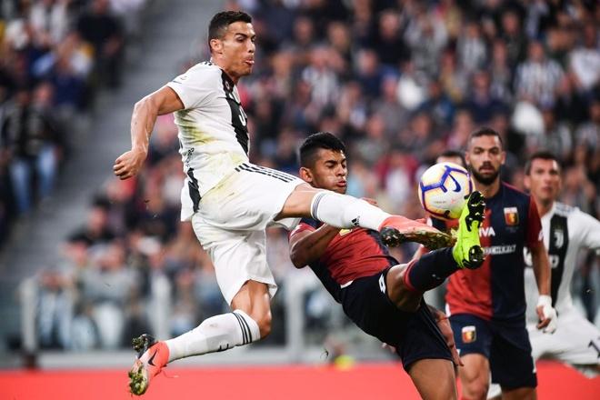 Juventus vs Genoa (1-1): Mot minh Ronaldo la khong du hinh anh 11