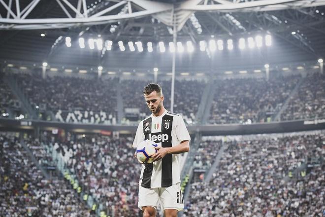 Juventus vs Genoa (1-1): Mot minh Ronaldo la khong du hinh anh 19