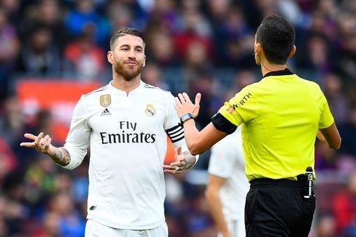 Luis Suarez lap hat-trick giup Barca thang Real 5-1 hinh anh 28