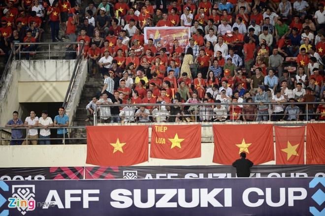 CDV phu do khan dai trong tran ra quan cua DT Viet Nam tai AFF Cup hinh anh 26