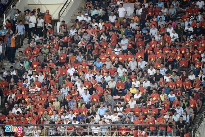 CDV phu do khan dai trong tran ra quan cua DT Viet Nam tai AFF Cup hinh anh 27