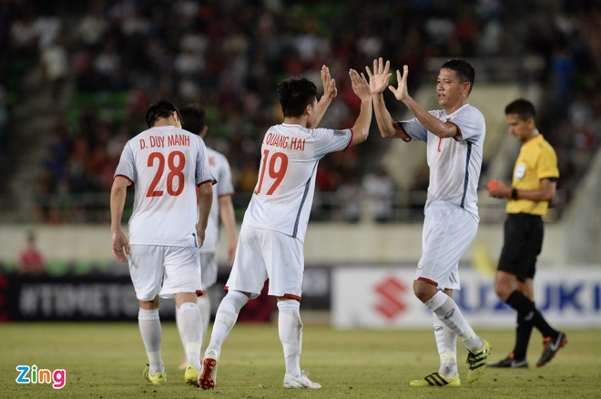 DT Lao vs DT Viet Nam (0-3): Cong Phuong, Quang Hai gay an tuong hinh anh 45