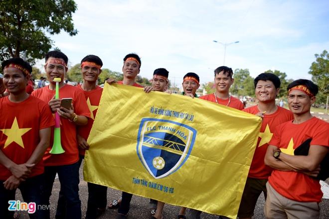 CDV phu do khan dai trong tran ra quan cua DT Viet Nam tai AFF Cup hinh anh 13