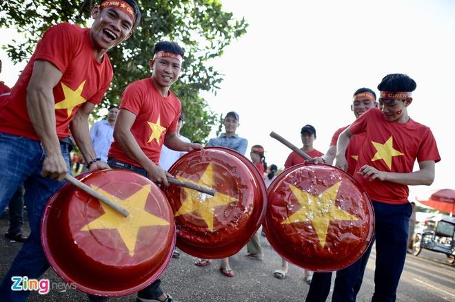 CDV phu do khan dai trong tran ra quan cua DT Viet Nam tai AFF Cup hinh anh 19