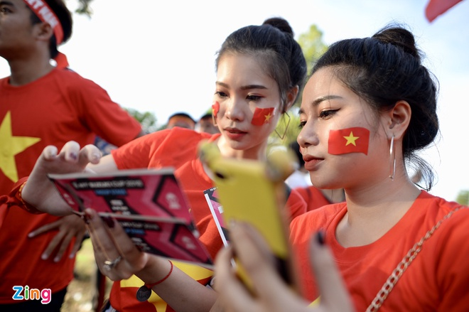 CDV phu do khan dai trong tran ra quan cua DT Viet Nam tai AFF Cup hinh anh 15