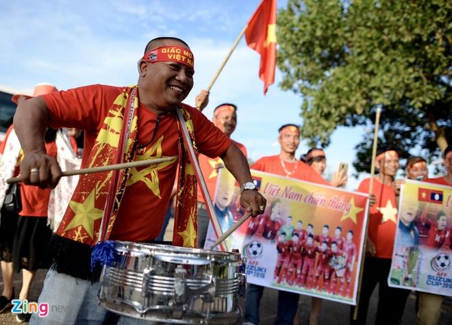 CDV phu do khan dai trong tran ra quan cua DT Viet Nam tai AFF Cup hinh anh 16