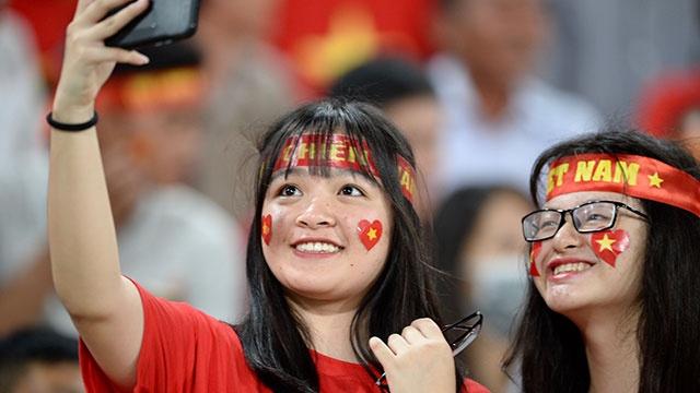 CDV phu do khan dai trong tran ra quan cua DT Viet Nam tai AFF Cup hinh anh