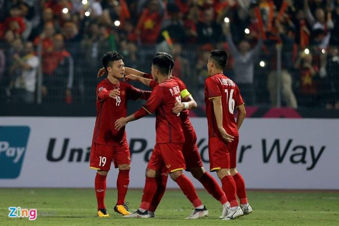 Tuyen Viet Nam vao ban ket AFF Cup voi ngoi dau bang hinh anh 45