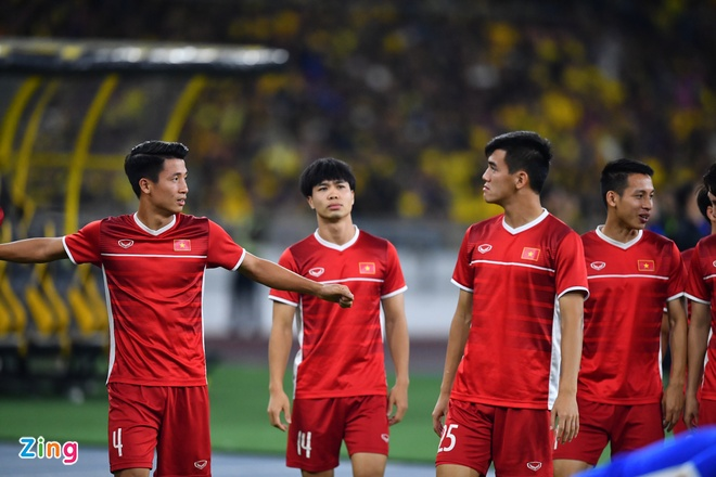 Malaysia vs Viet Nam (2-2): Danh roi chien thang day tiec nuoi hinh anh 31