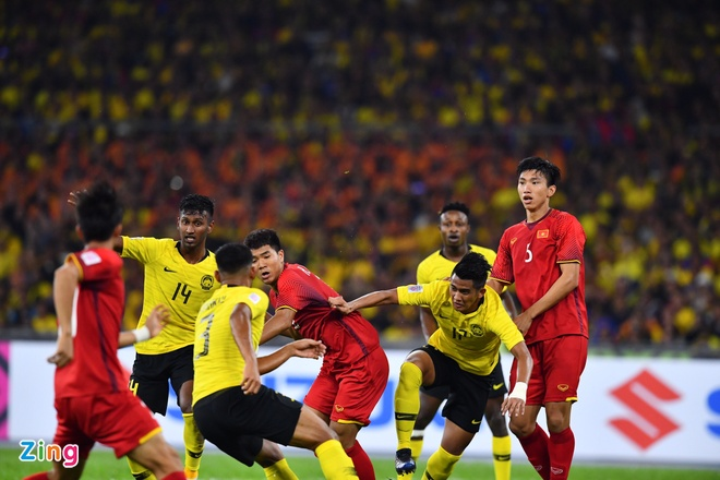 Malaysia vs Viet Nam (2-2): Danh roi chien thang day tiec nuoi hinh anh 39