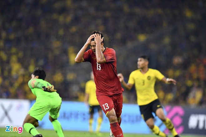 Malaysia vs Viet Nam (2-2): Danh roi chien thang day tiec nuoi hinh anh 45