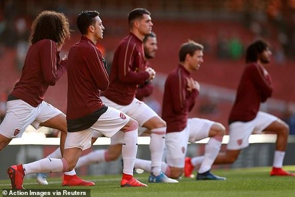 'Song tau' Oezil - Aubameyang toa sang, Arsenal tro lai mach thang hinh anh 12