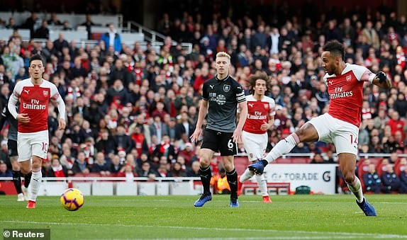'Song tau' Oezil - Aubameyang toa sang, Arsenal tro lai mach thang hinh anh 17