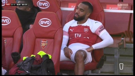 'Song tau' Oezil - Aubameyang toa sang, Arsenal tro lai mach thang hinh anh 28