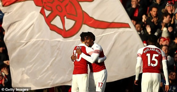 'Song tau' Oezil - Aubameyang toa sang, Arsenal tro lai mach thang hinh anh 29