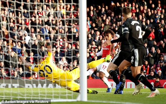 'Song tau' Oezil - Aubameyang toa sang, Arsenal tro lai mach thang hinh anh 30