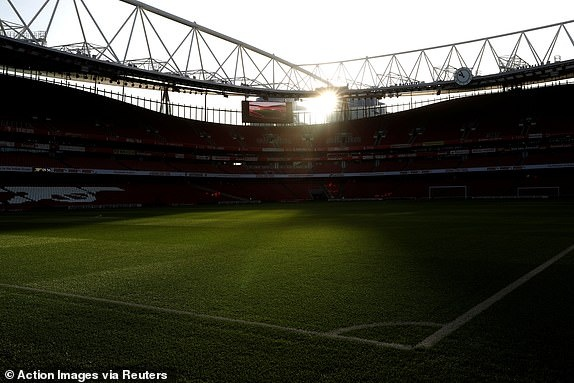 'Song tau' Oezil - Aubameyang toa sang, Arsenal tro lai mach thang hinh anh 9