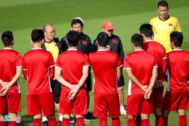 Viet Nam vs Iran (0-2): Tiec nuoi cho Cong Phuong va Quang Hai hinh anh 12