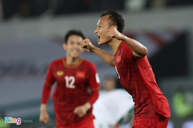 Viet Nam vs Iran (0-2): Tiec nuoi cho Cong Phuong va Quang Hai hinh anh 13