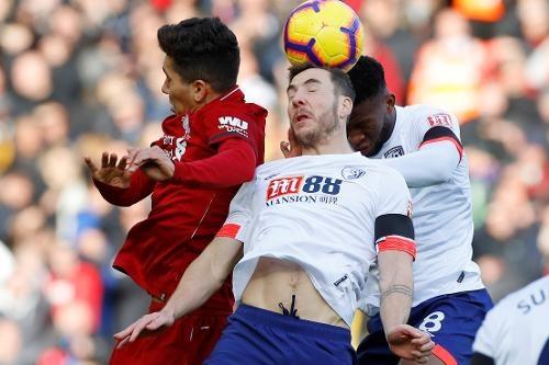 Salah ghi ban, Liverpool tro lai ngoi dau bang Premier League hinh anh 14