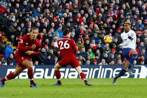 Salah ghi ban, Liverpool tro lai ngoi dau bang Premier League hinh anh 26