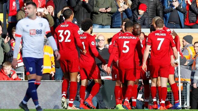 Salah ghi ban, Liverpool tro lai ngoi dau bang Premier League hinh anh 19