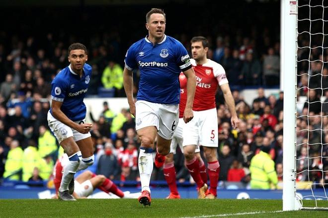 Arsenal thua Everton 0-1, bo lo co hoi len top 3 hinh anh 9