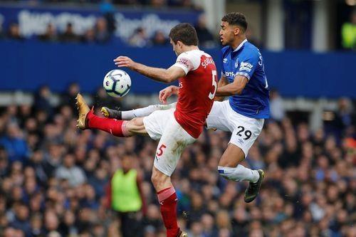 Arsenal thua Everton 0-1, bo lo co hoi len top 3 hinh anh 16
