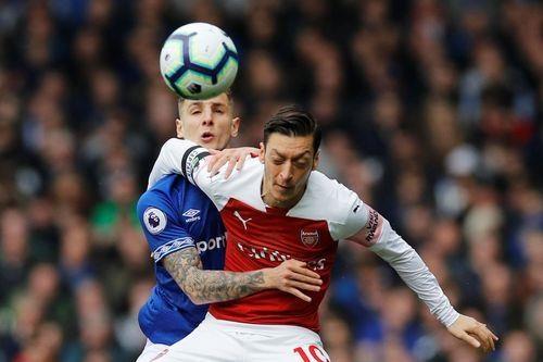 Arsenal thua Everton 0-1, bo lo co hoi len top 3 hinh anh 17
