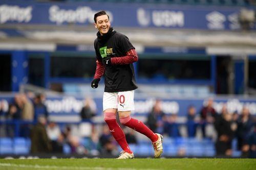 Arsenal thua Everton 0-1, bo lo co hoi len top 3 hinh anh 6