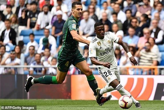 Real Madrid 0-2 Real Betis: Gareth Bale cuoi dua du doi nha thua hinh anh 10
