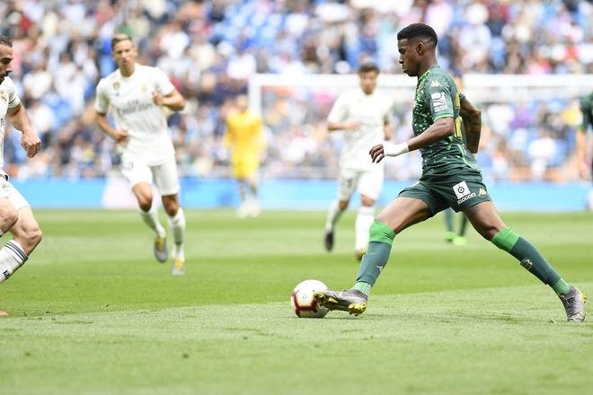 Real Madrid 0-2 Real Betis: Gareth Bale cuoi dua du doi nha thua hinh anh 12