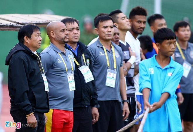 Khán giả Nam Định ngỡ ngàng khi đội nhà để gỡ hòa cuối trận