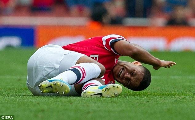 Arsenal mat Chamberlain 6 thang do chan thuong hinh anh