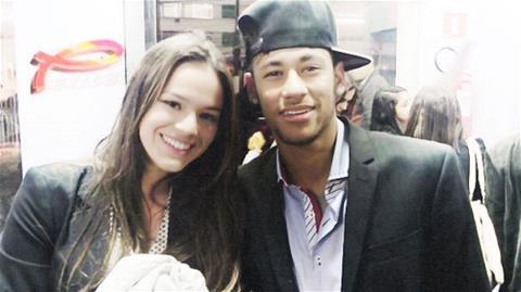 Sau CR7, den luot Neymar bi Miss Bumbum to ngoai tinh hinh anh
