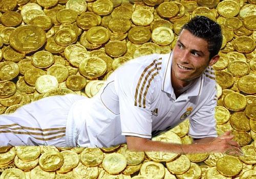 Ronaldo co hon 2 tan vang nho gia han hop dong voi Real hinh anh