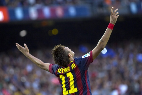 Neymar phu bong Messi va Ronaldo trong lan ra mat El Clasico hinh anh