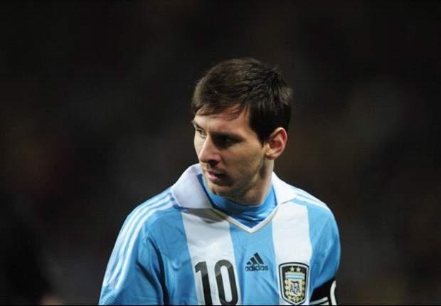 Messi bi chui boi tham te tren mang xa hoi hinh anh 1
