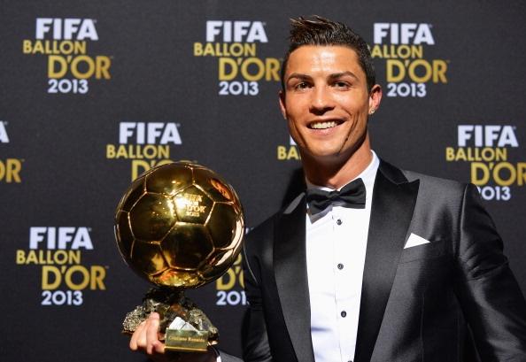 Truyen thong the gioi goi Ronaldo la Vua hinh anh