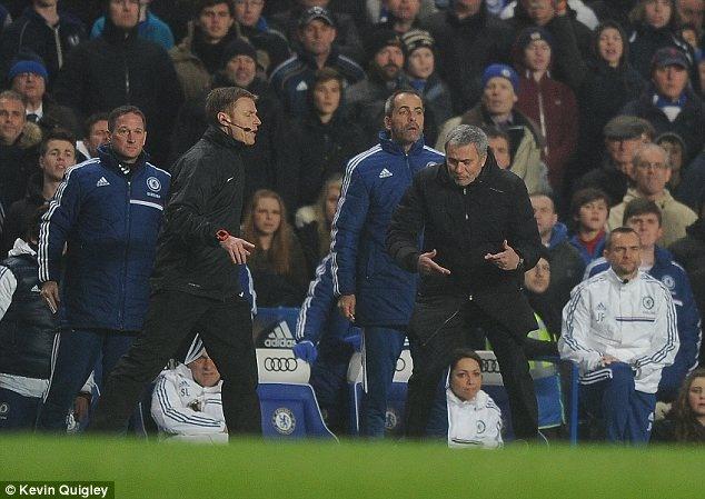Mourinho cao buoc West Ham choi thu bong da o the ky 19 hinh anh