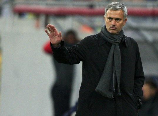 Mourinho run ray truoc hang cong cua Man City hinh anh