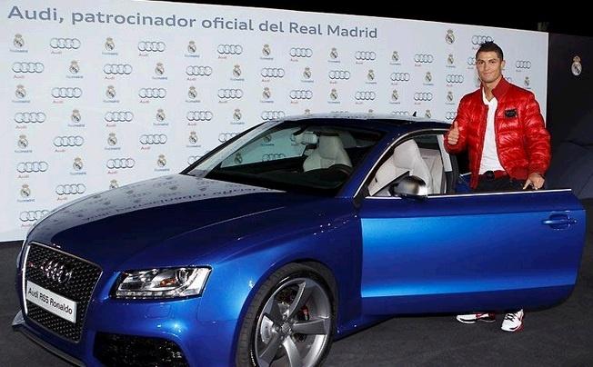 Ronaldo so huu 19 sieu xe co gia gan 5 trieu USD hinh anh 12 Ronaldo bảnh bao bên chiếc Audi RS5.