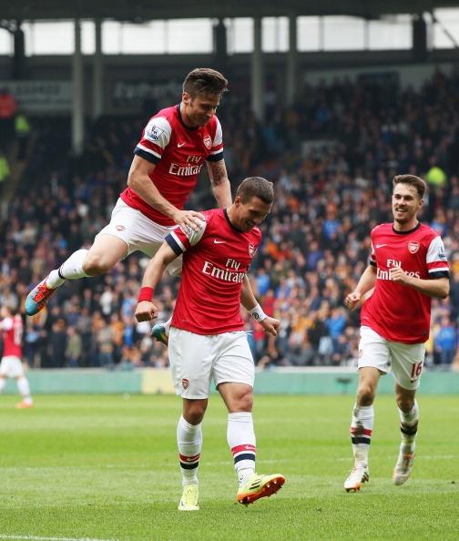 Podolski nang ty so len 3-0 cho Arsenal hinh anh