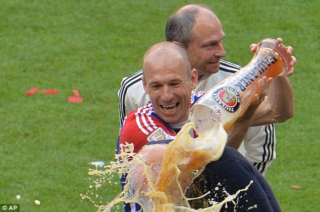 Bayern an mung chuc vo dich lan 24 day phan khich hinh anh